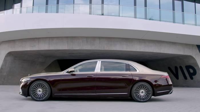 News video: Die Mercedes-Maybach S-Klasse - Das Exterieurdesign