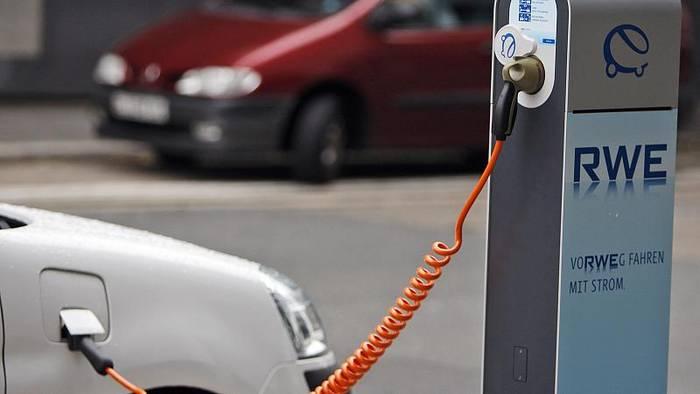Video: Hybridgate? Studie stellt Klimafreundlichkeit von Auto-Technologie in Frage
