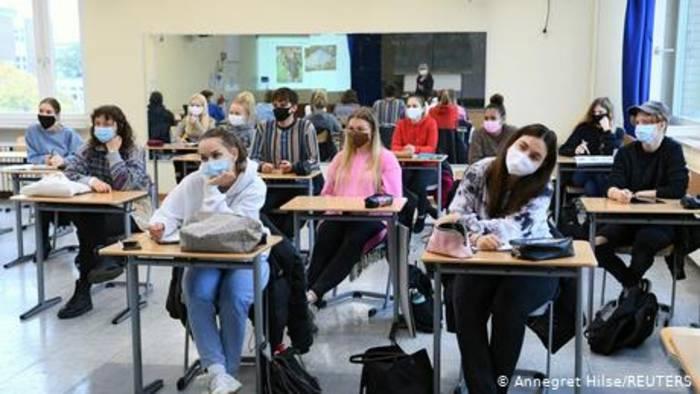 News video: Schulen rüsten sich für Hybridunterricht