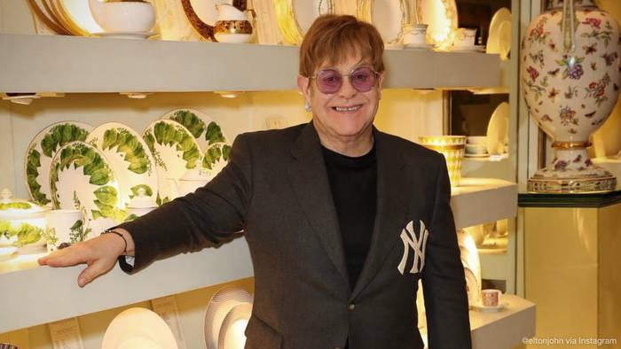 News video: Nach Grammy-Abfuhr: Elton John steht hinter The Weeknd