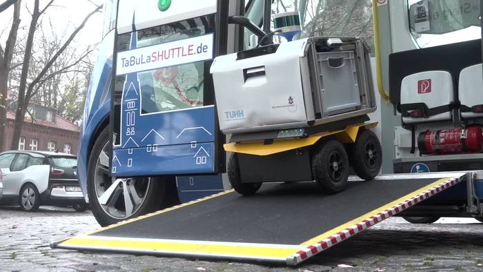 News video: Lauenburg: Transportroboter «Laura» liefert die Post