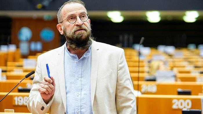 News video: Sex-Skandal in Brüssel: Orban-Vertrauter bei Homo-Party erwischt
