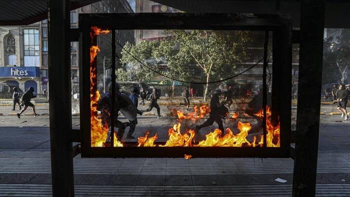 Video: Straßenschlachten bei Protesten gegen Präsident Piñera