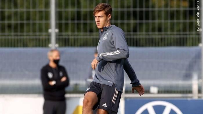News video: Flo Neuhaus zum FC Bayern? Das sagt der DFB-Youngster zu den Transfer-Gerüchten
