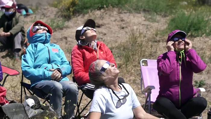 Video: Totale Sonnenfinsternis verdunkelt den Himmel über Teilen Südamerikas