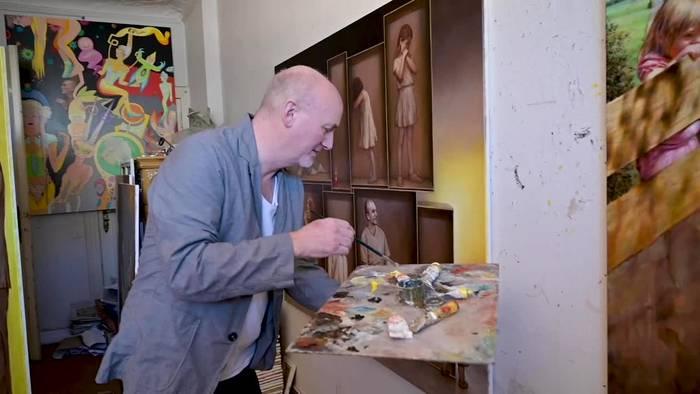 News video: Berliner Künstler integriert Corona-Elemente in seine Bilder