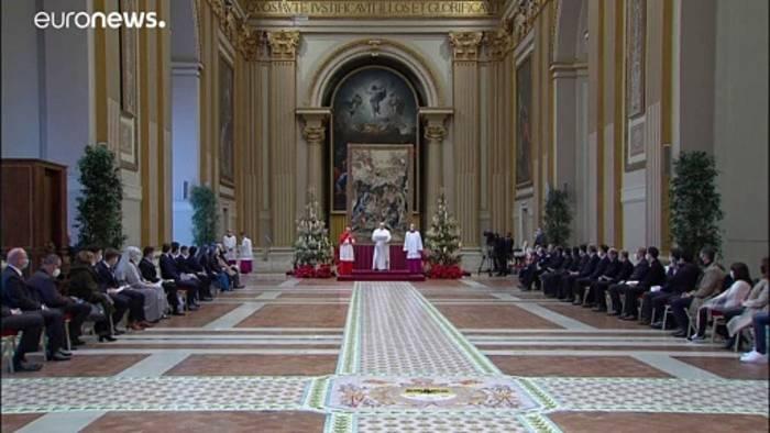 Video: Urbi et orbi - Papst Franziskus (fast) allein im Palast