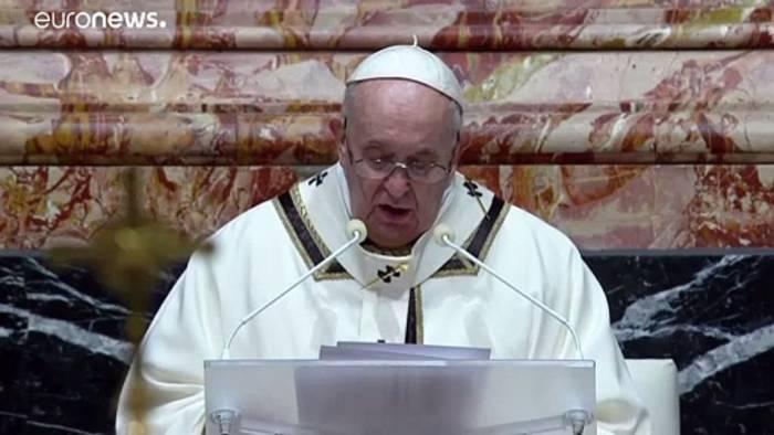 Video: Papst verordnet mehr Transparenz bei den Finanzen