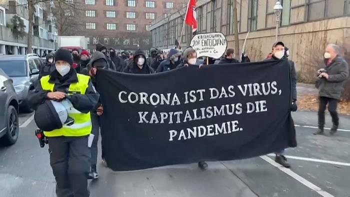 Video: Coronaleugener und Kapitalismus - Protest in Berlin