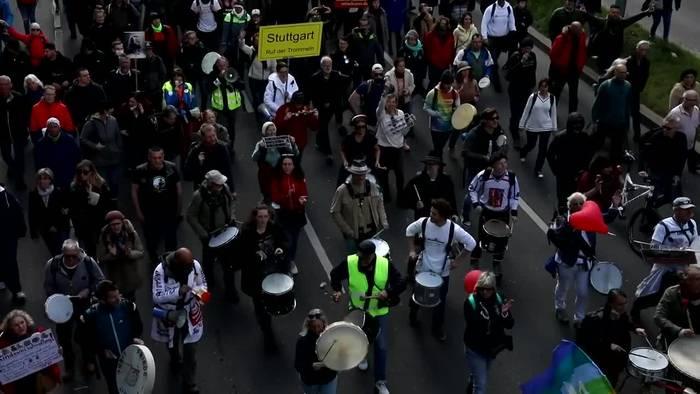 News video: Tausende «Querdenker» beim Protest in Stuttgart