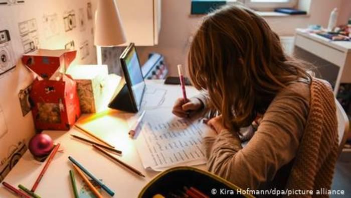 News video: Zusammenleben und -arbeiten: Pandemie-Alltag einer Familie
