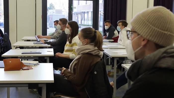 News video: Abiturprüfungen starten zum zweiten Mal in Corona-Zeiten