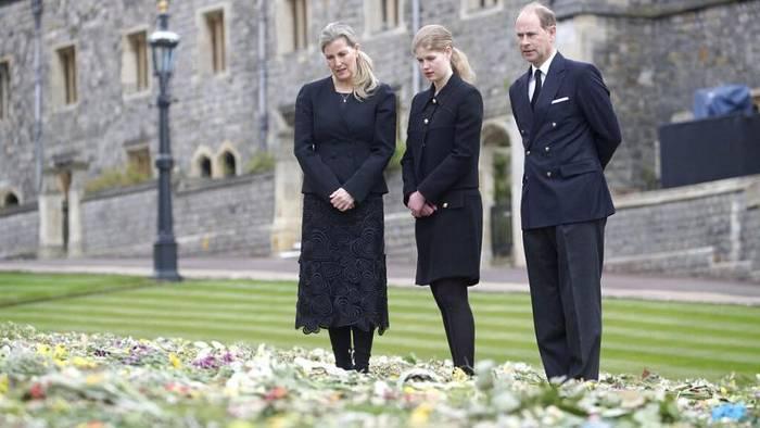 Video: Letztes Geleit für Prinz Philip: Harry und William absichtlich getrennt?