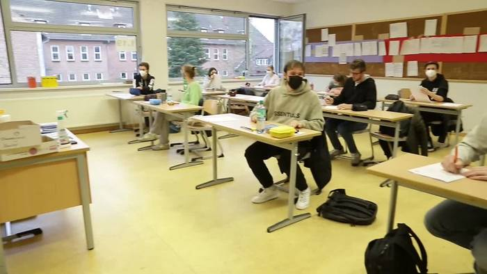 News video: Abitur startet unter Corona-Bedingungen