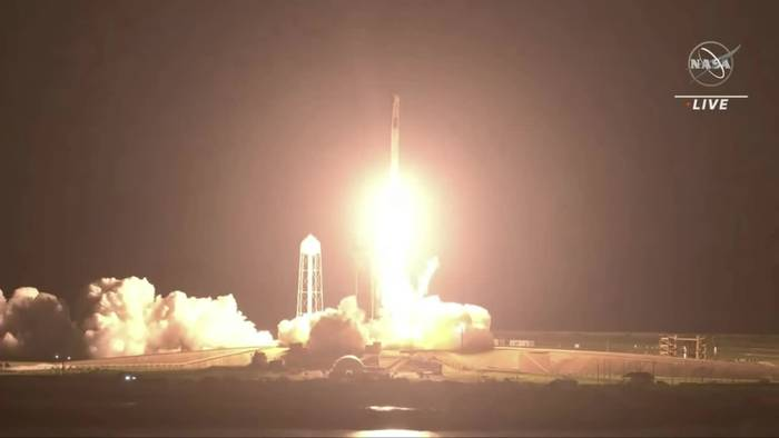 News video: Lift-off: Vier Astronauten mit «Crew Dragon» zur ISS