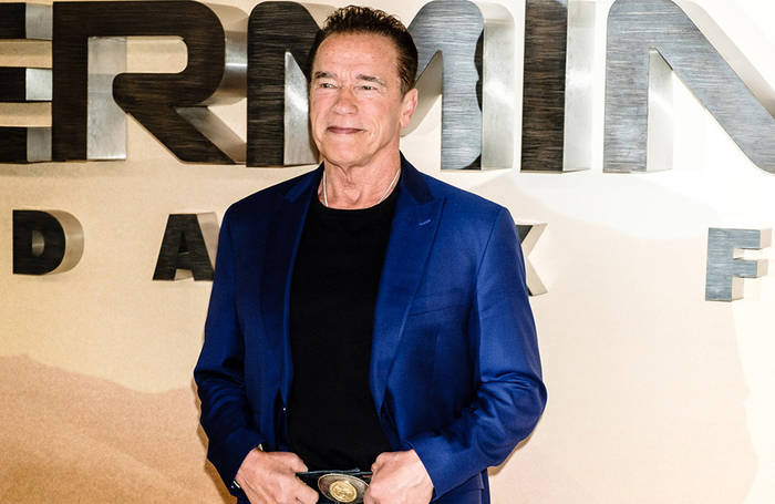 News video: Arnold Schwarzenegger schaltet
