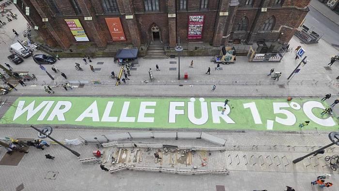 Video: Karlsruhe: Politik muss Klimagesetze nachbessern - jüngere Generationen benachteiligt