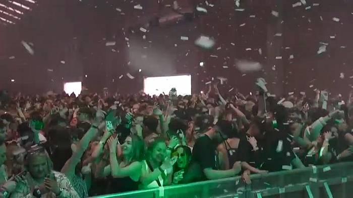 News video: Losgelöst in Liverpool: 3000 Partygänger clubben ohne Maske und Abstand
