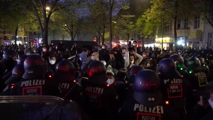 Video: Polizei: Über 50 verletzte Beamte bei 1. Mai-Demos in Berlin