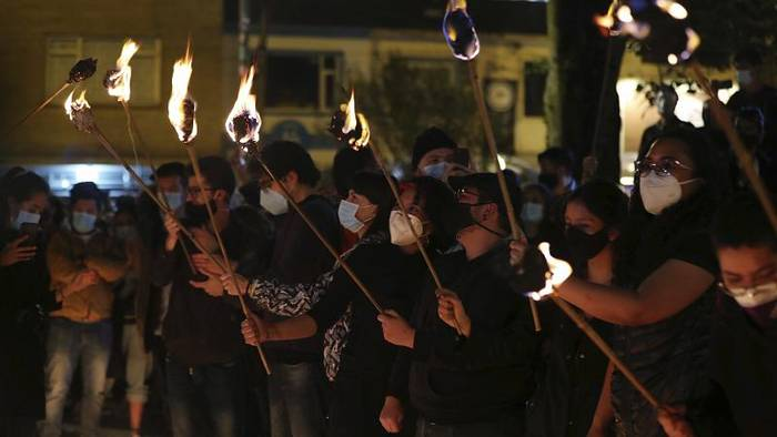 News video: Mahnwache in Bogotá: Kerzenschein gegen Polizeigewalt