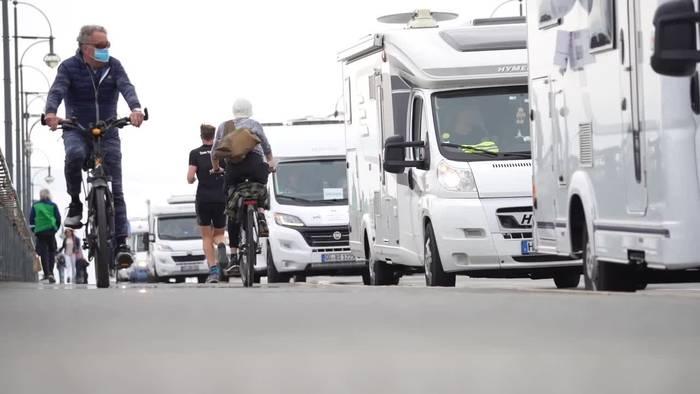 News video: Camper demonstrieren für Öffnung der Campingplätze