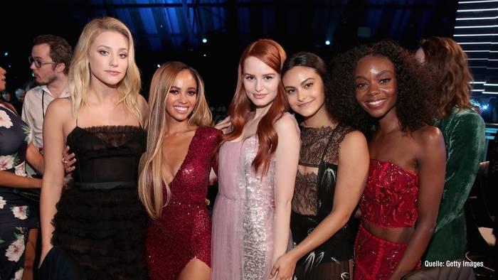 """Video: """"Riverdale""""-Stars: So gratulieren sie zum Muttertag"""
