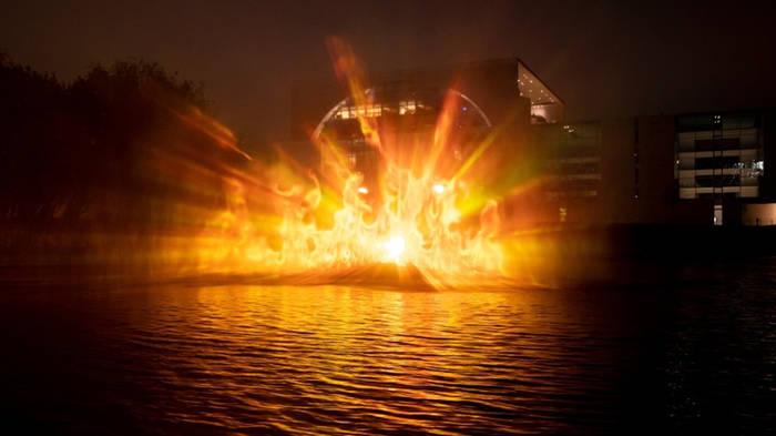 News video: Feuer vor dem Kanzleramt: Setzt Greenpeace hier die Spree in Brand?