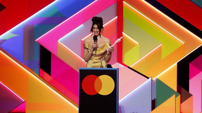 News video: Bei den BRIT Awards: Dua Lipa räumt ab - und appelliert an den britischen Premierminister
