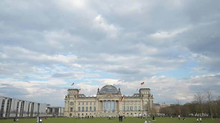 Video: Grünen-Chefin Baerbock meldet Sonderzahlungen beim Bundestag