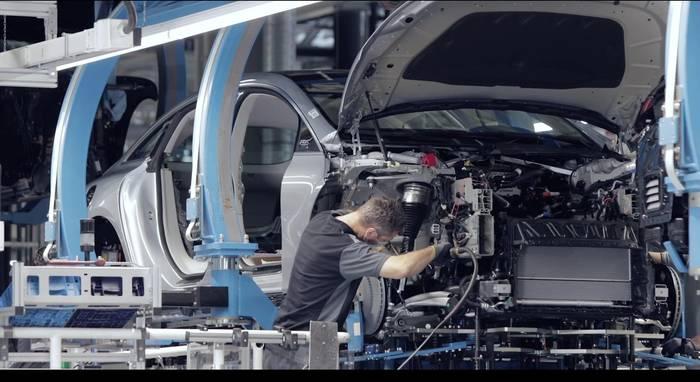 News video: Anlauf des Mercedes-Benz EQS in der Factory 56