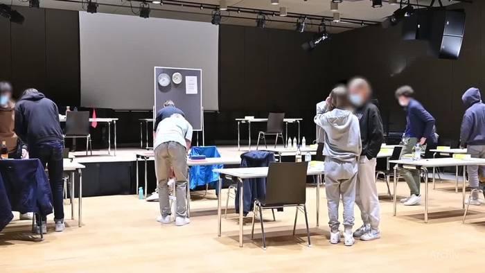 Video: Umfrage: Große Mehrheit in Deutschland für Präsenzunterricht