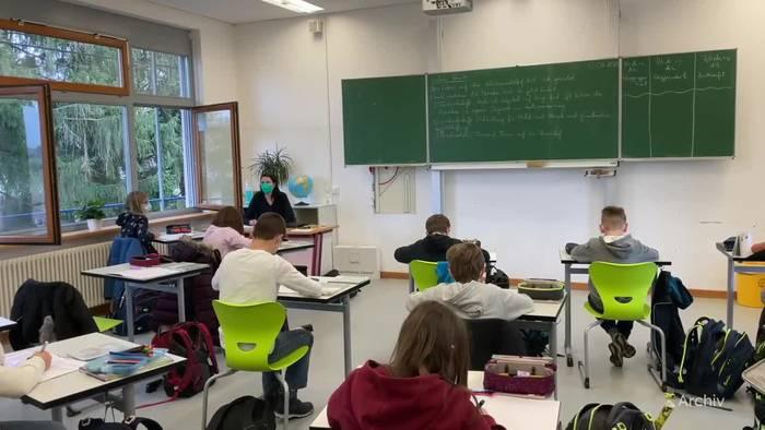 News video: Ministerin: Baldiger Regelbetrieb in Kitas und Schulen