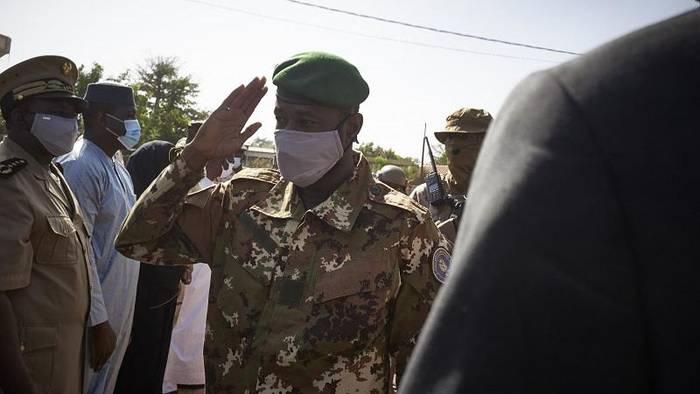 Video: Mali setzt General an Spitze des Staats