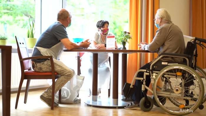 News video: Bundesregierung bringt umstrittene Pflegereform auf den Weg
