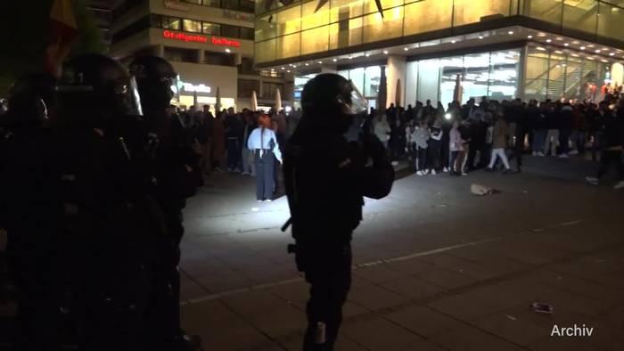 News video: Polizei will mit verstärkten Kräften Randale vermeiden