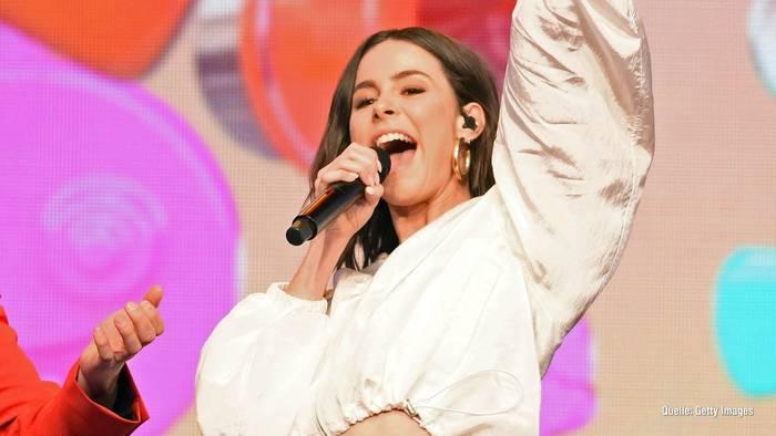 "News video: Lena Meyer-Landrut: So reagieren Fans auf neue Single ""Strip"""