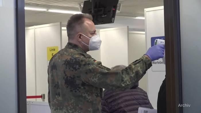 News video: Einige Länder halten in Impfzentren an Priorisierung fest