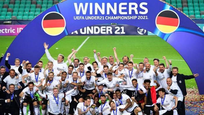News video: U21-Europameister: Manuel Neuer und Co. sind begeistert