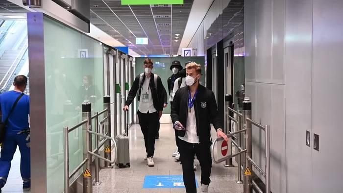 Video: Landung in Frankfurt: U21 Fußballer voller Titel-Euphorie