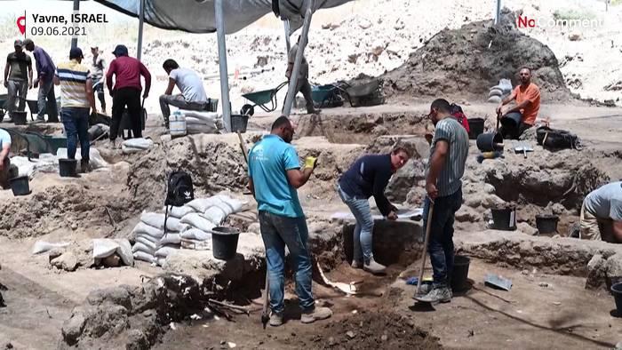 News video: Unglaublicher Fund: 1.000 Jahre altes Hühnerei entdeckt