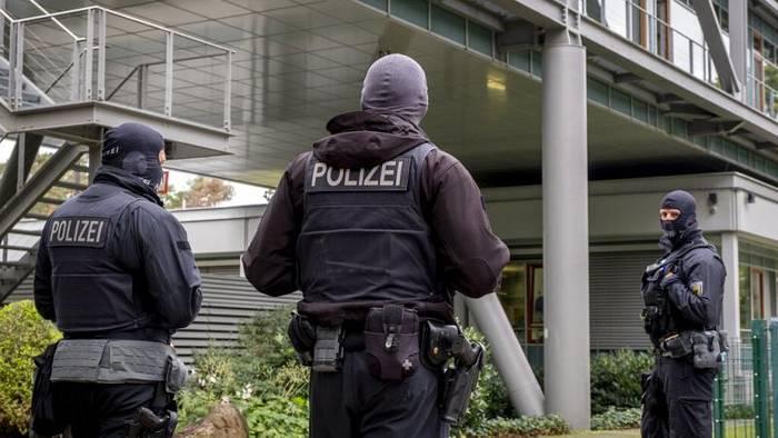 News video: Rechtsextreme Chats: Hessens Innenminister löst SEK in Frankfurt auf