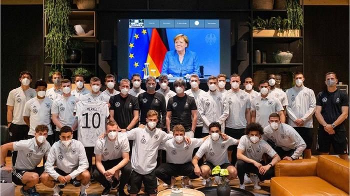 News video: EM 2021: Angela Merkel spricht Jogis Jungs Mut zu