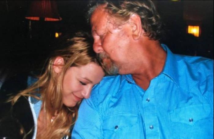 News video: Blake Lively ehrt ihren Vater