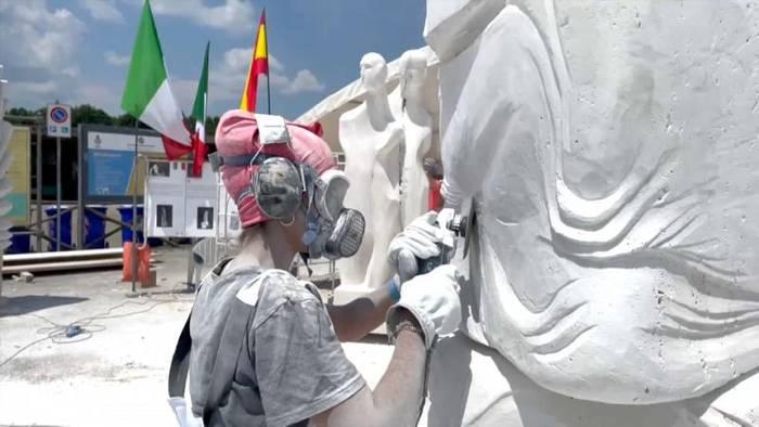 Video: Toskana: 12 Skulpturen für die Covid-19-Opfer der Welt
