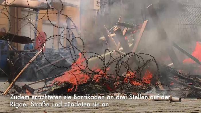 News video: Feuer vor «Rigaer 94» - 200 Vermummte attackieren Polizei
