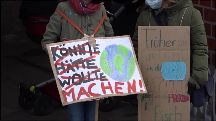 News video: Neubauer erklärt, warum Klimaschutz nicht nur für Reiche ist und unterstellt Laschet Verlogenheit