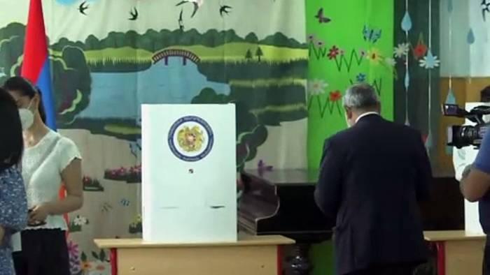 News video: Abstimmung läuft: Verschärft die Neuwahl die Krise in Eriwan?