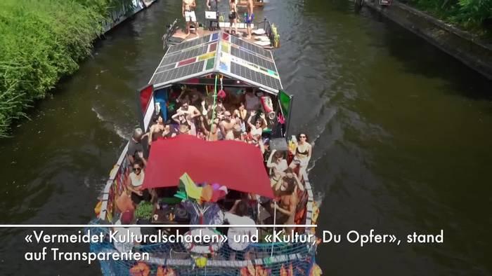 News video: Im Partyboot für Clubs - Berliner demonstrieren fürs Feiern