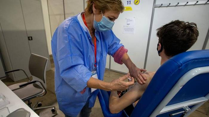 Video: The Brief: EU-COVID-Impfstrategie auf Kurs