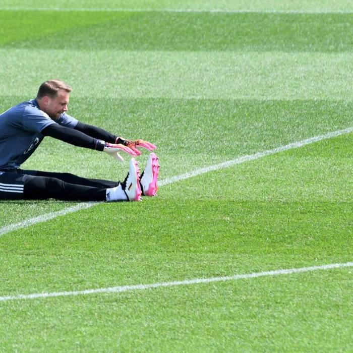 News video: Manuel Neuer Zeichen gegen Rassismus
